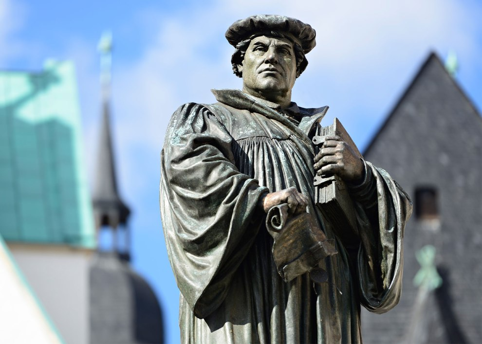 Martin-Luther-Statue-Eisleben-Germany